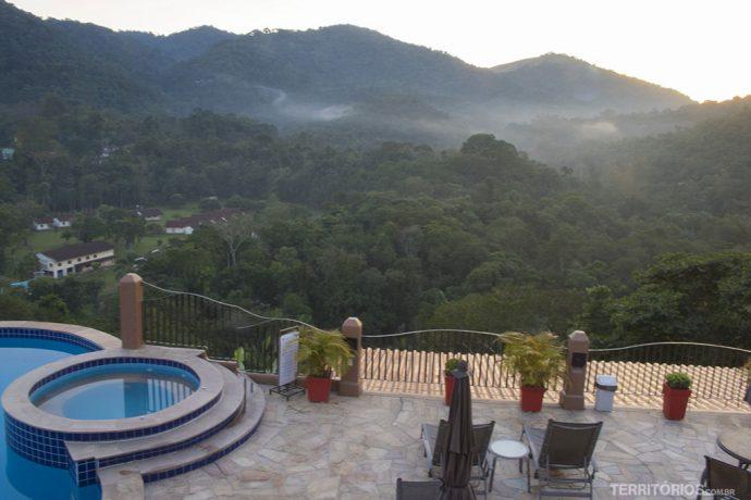 Vista para Serra da Mantiqueira com princípio de nevoeiro