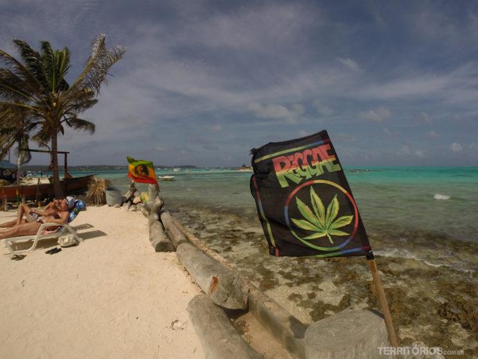 Praia linda e comida maravilhosa em Haynes Cay