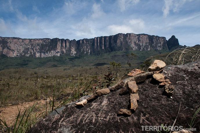 No caminho para o Monte Roraima (ao fundo), Parque Nacional Canaíma – Venezuela