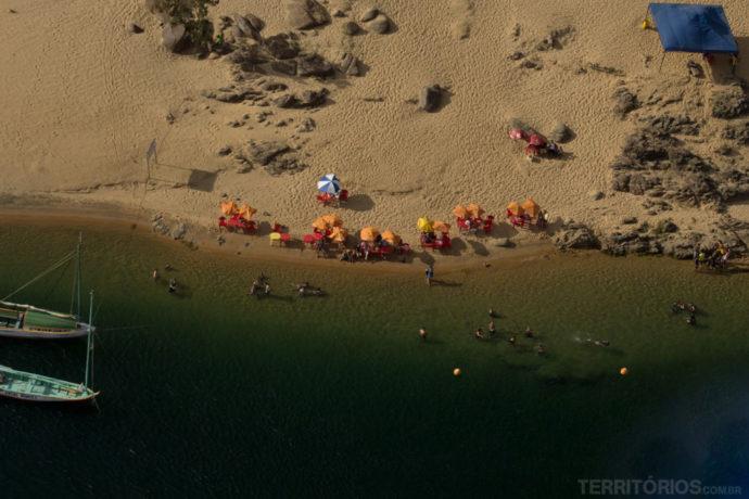 Praia de rio vista do helicóptero