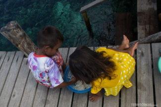 crianças locais de Raja Ampat