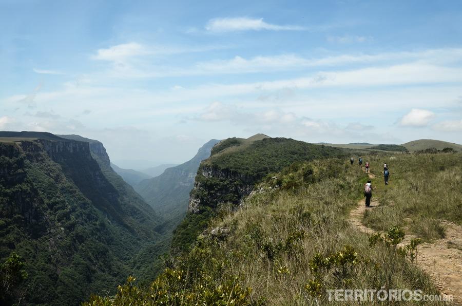 Itens indispensáveis na trilha » Territórios | Por Roberta Martins