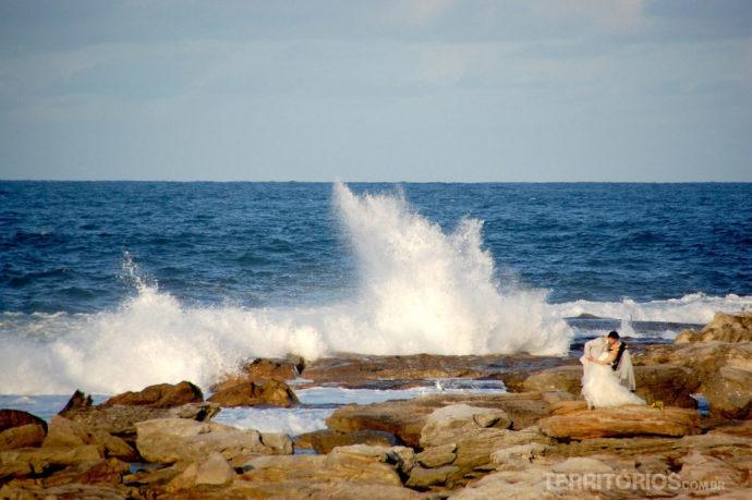 Noivos em Little Bay em Sydney, Austrália