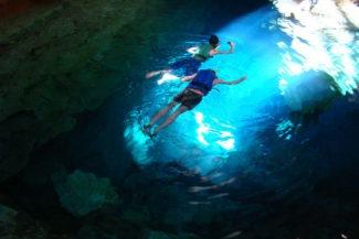 Nordeste: mergulho no poço azul