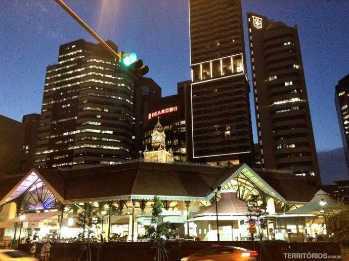 Lau Pa Sat é um dos hawker markets populares de Singapura