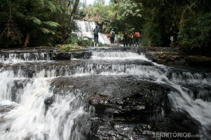 Trilha subindo a cachoeira