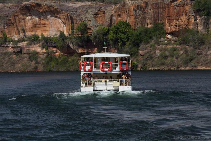 Barco rumo ao Cânion do Xingó