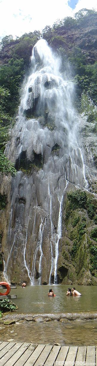 Cachoeira Boca da Onça e piscina natural