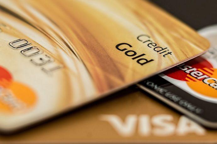 Habilite o cartão de crédito para usar no exterior antes de partir
