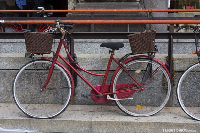 Ruas de Milão e as bicicletas