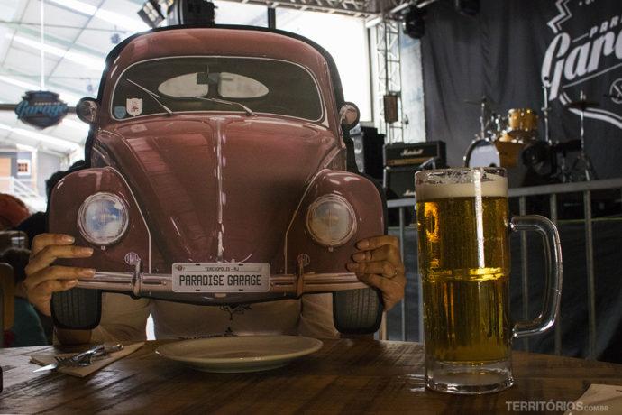 Carros e Rock and Roll são a temática do bar