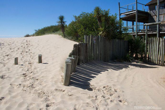 As entradas para a praia Brava são assim
