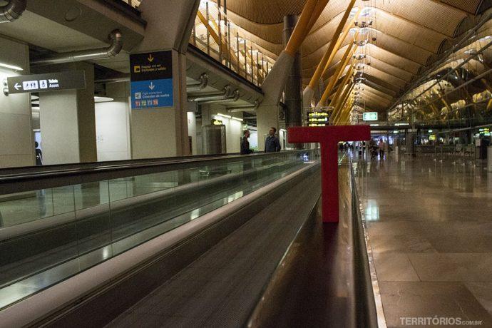 E o Tesão segue correndo pelos aeroportos do mundo. Em Barajas, Madri