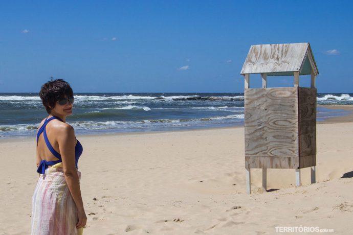 A casinha é um vestiário na beira da praia Brava