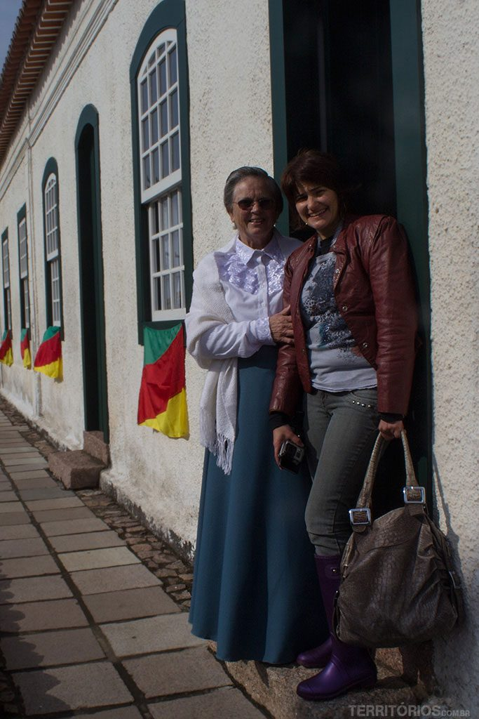 Com Dona Íris Leão na Casa Gomes Jardim