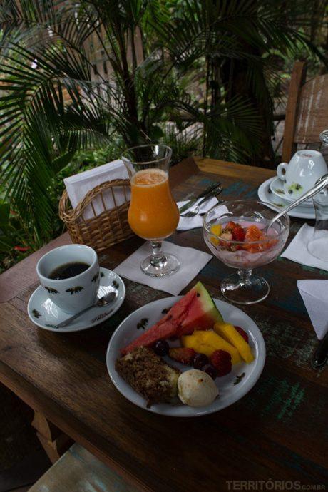 Café da manhã saudável ao ar livre