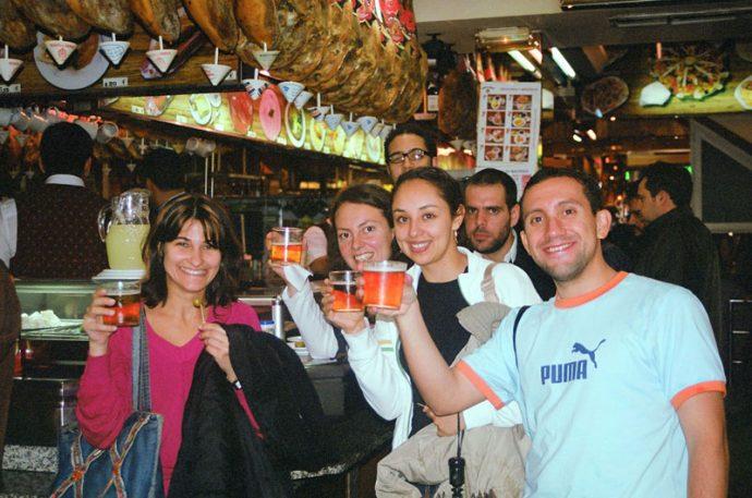 Bebendo quase todos os dias com os colegas no meu tempo de estudante. No Museo del Jamón