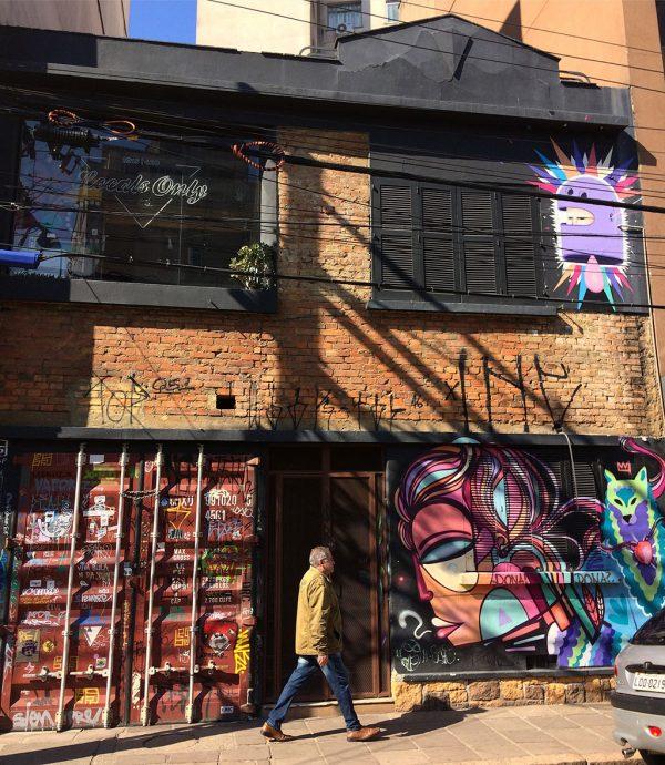 Arte, cultura e boemia combinam-se na Cidade Baixa, bairro próximo ao Centro de Porto Alegre que concentra diferentes pubs, casas e prédios, numa mistura multicultural