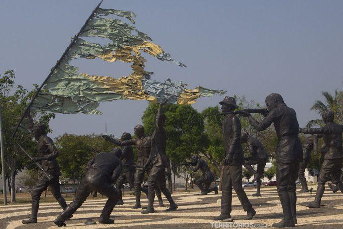 Monumento aos 18 do Forte tem expressões marcantes nas esculturas de Maurício Bentes. Retrata um momento de luta no Rio de Janeiro de 1922