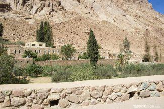 O hotel ao lado do monastério