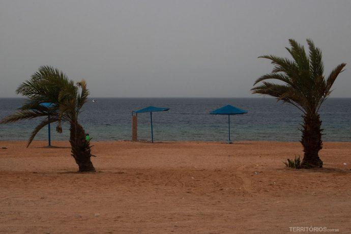 Areia avermelhada da nome ao Mar Vermelho