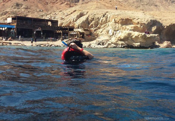 Mergulho muito perto da costaem Dahab
