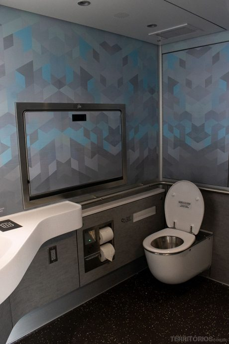 Banheiro dentro do vagão