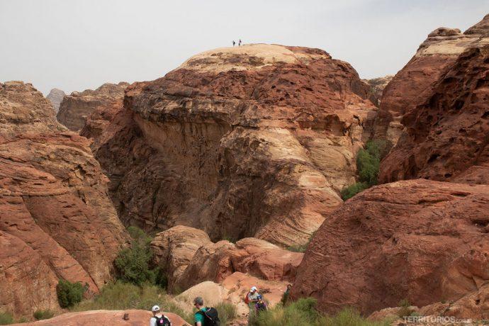 Diversas opções de trilha em Petra
