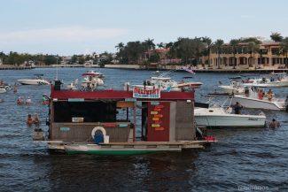Bar no meio do rio