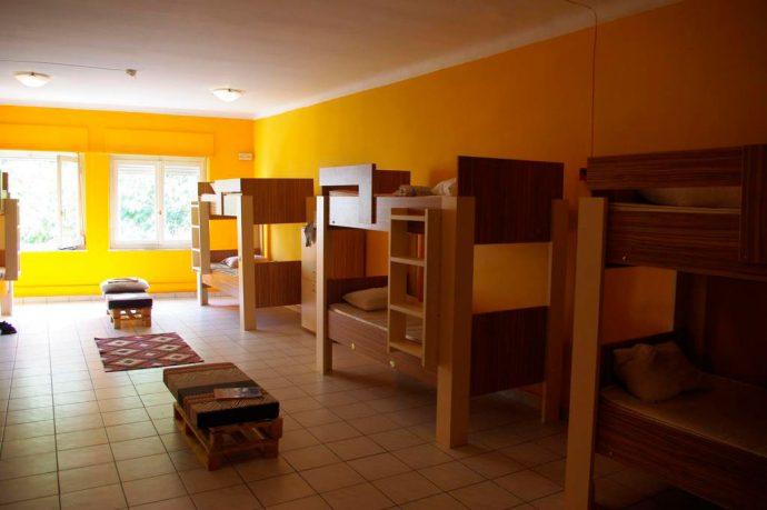 Hospedagem em Atenas: dormitório para 14 pessoas