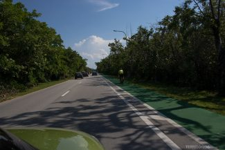 Estrada para o parque tem ciclovia em Key Biscayne