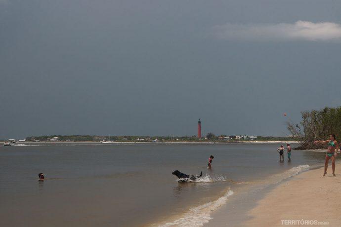 Vista para o farol da praia dos cachorros