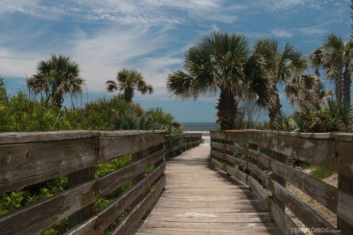 Caminho para uma das praias de New Smyrna Beach
