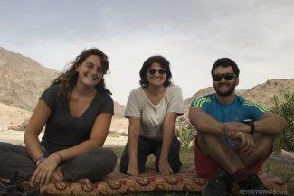 Descanso no fim da trilha com Hana e Fouad, da Treks