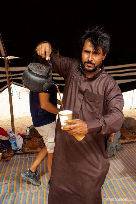 Chá feito por beduínos é o melhor na Jordânia