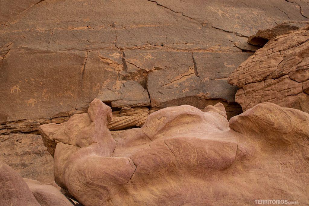 Os petroglifos de 4 mil anos ou mais na Alameleh Inscriptions