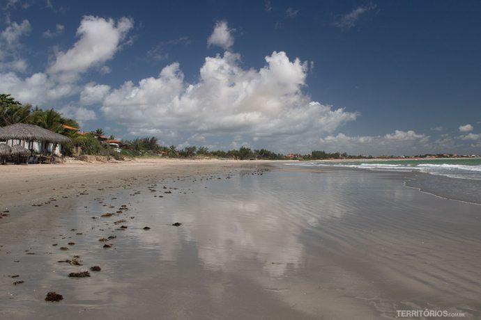 Coqueiros é praia mais urbana
