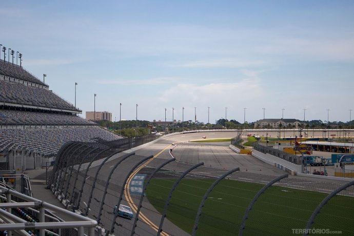 Daytona International Speedwayacomoda mais de 150 mil espectadores