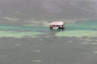 Casa flutuante isolada