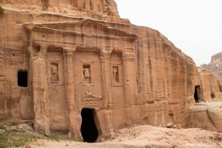 O túmulo do soldado romano e salão de baile funerário