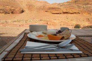 Café da manhã com vista para as montanhas