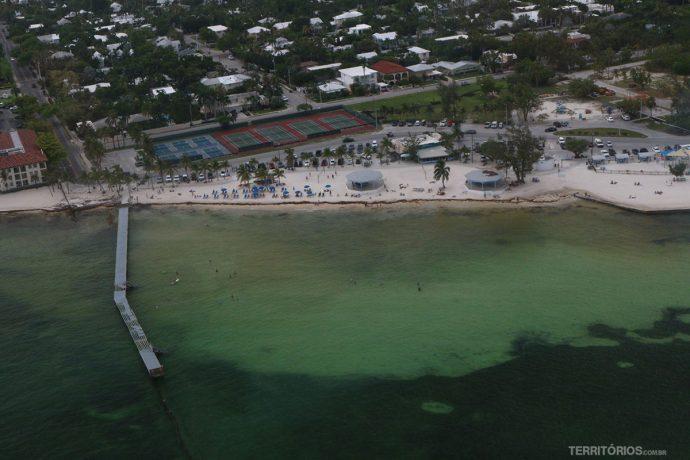 Praia vista do helicóptero
