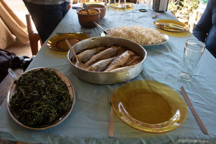 Suco de frutas naturais, peixe fresco, tarobá