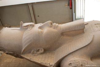 Estátua de Ramés II