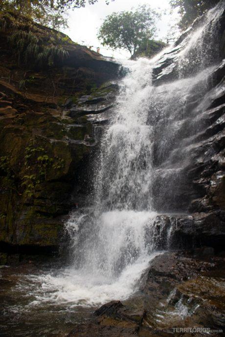 Cachoeira desagua no Poço Azul