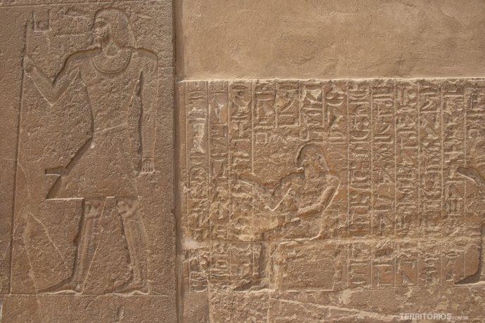 Hieróglifos em Saqqara
