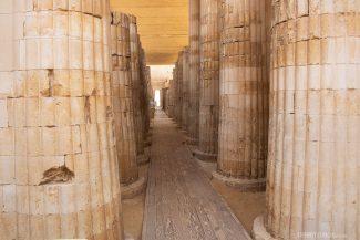 Primeiras colunas erguidas no mundo