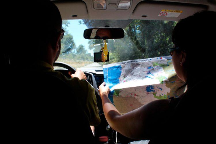 Co-pilota ajuda na estrada