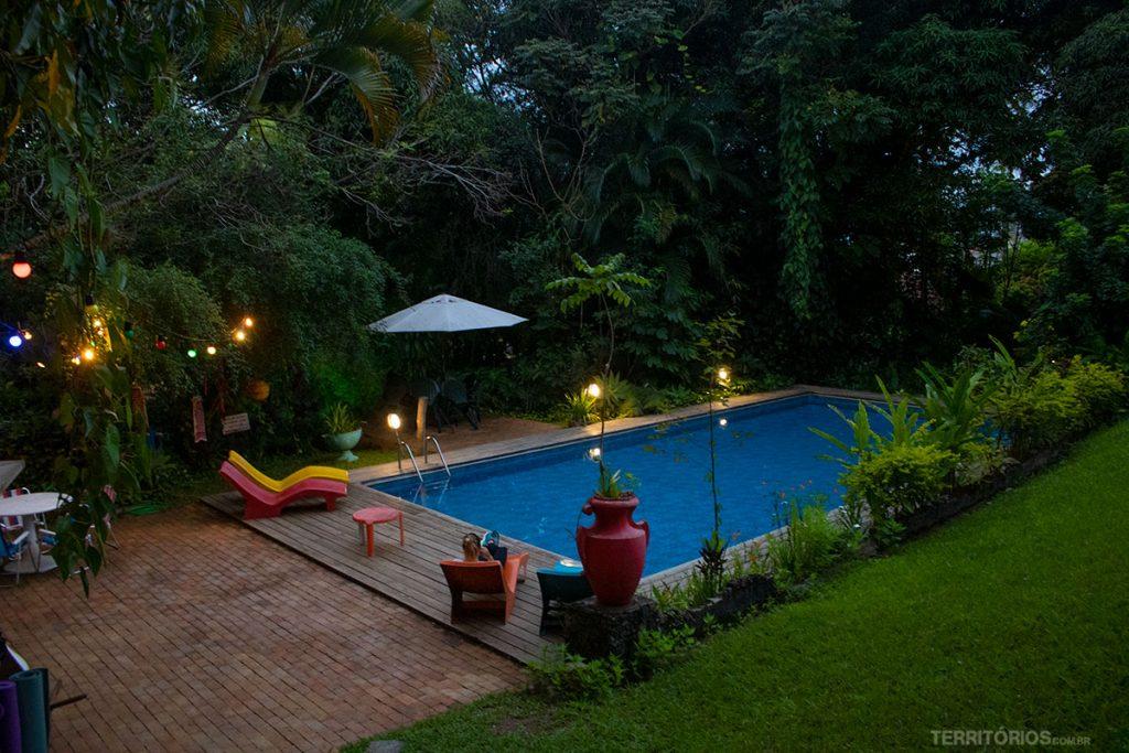 Fim de tarde na piscina do Hostel da Vila