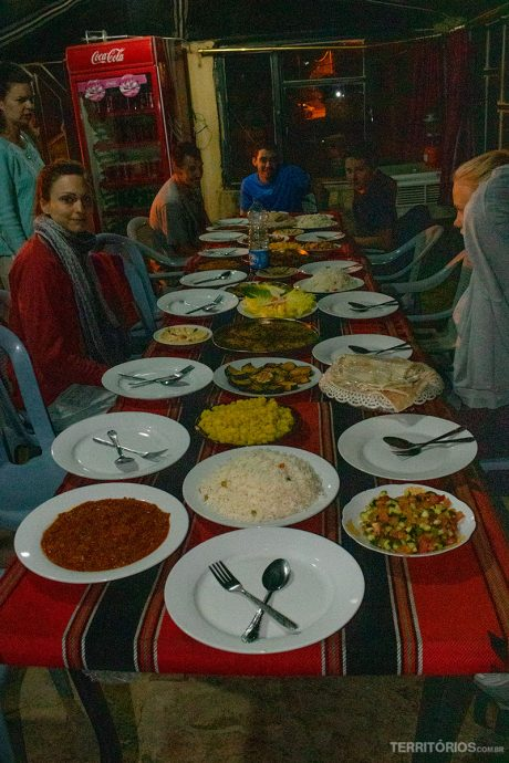 Banquete típico servido no Dana Tower Hotel